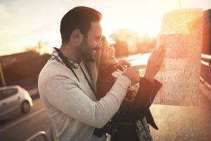Visitteo. Couple on travel.