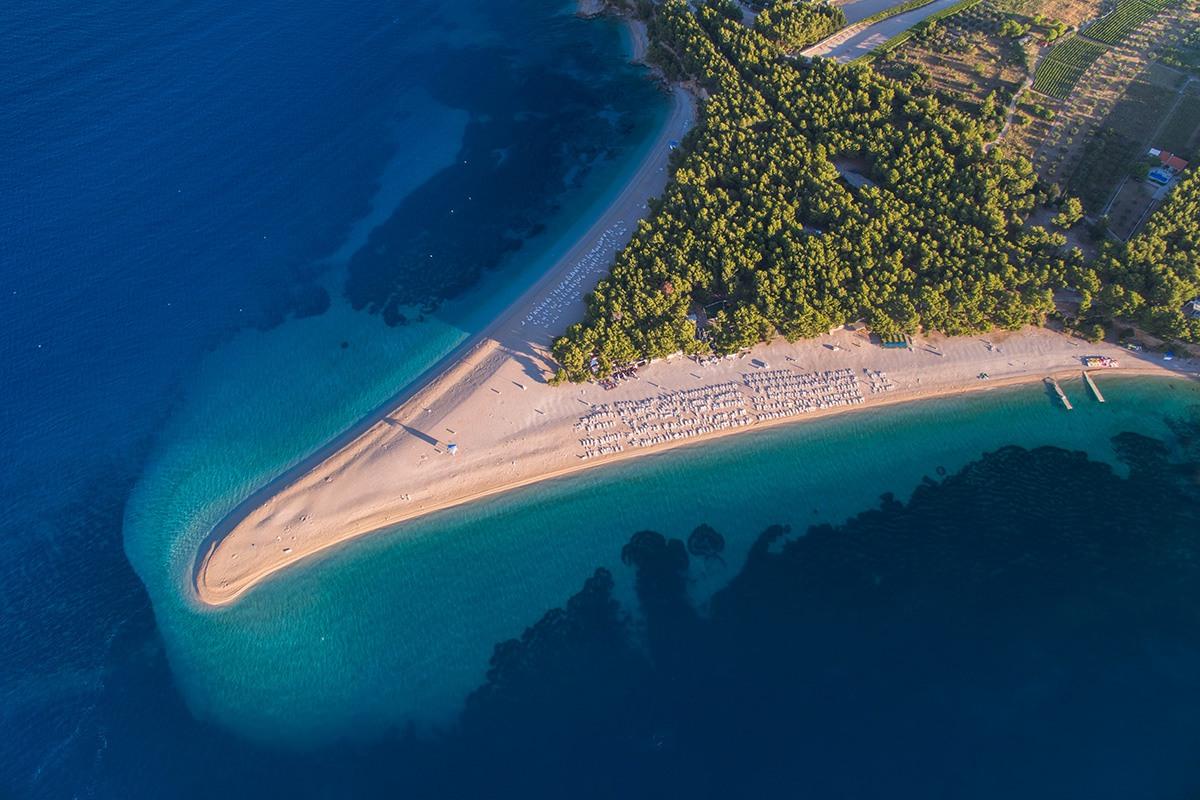 Pláž Zlatni Rat, Brač, pláží v Chorvátsku